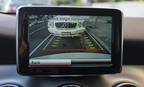mercedes conectare camera video spate